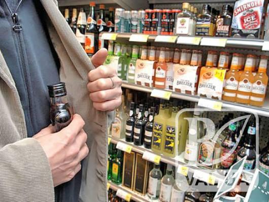 У центрі Прилук чоловік викрав з магазину 2 пляшки текіли та 3 пляшки пива