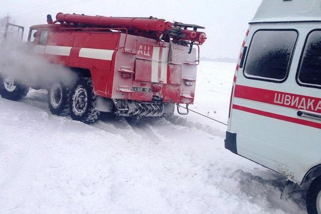 Рятувальники Херсонщини витягнули зі снігових заметів 191 транспортний засіб